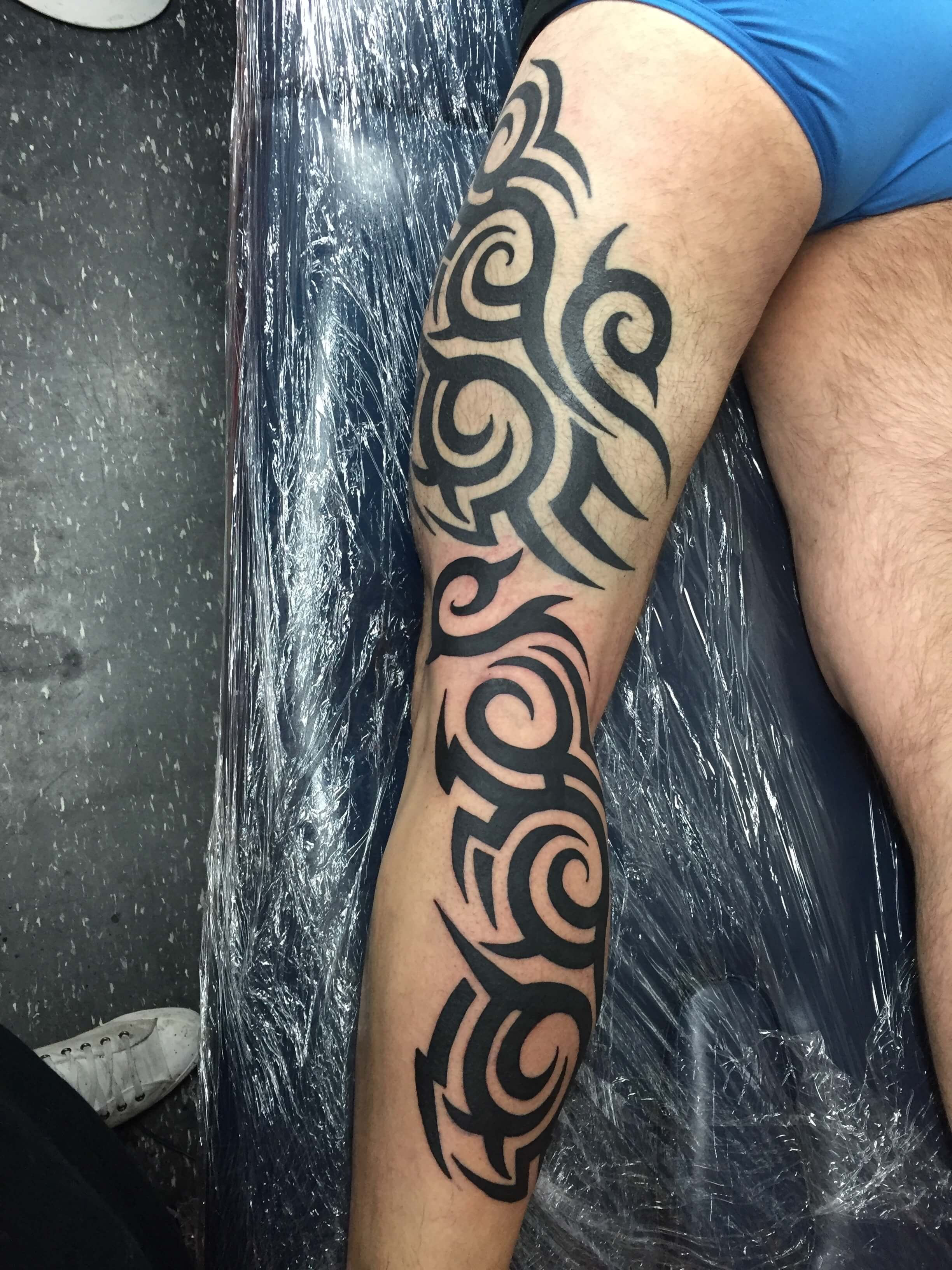 Tribal full leg